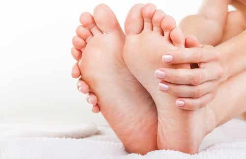 Naturlig behandling av vond lukt på føttene