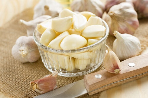 Hvorfor er det bra å spise hvitløk på tom mage?