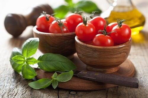 mynte og tomater