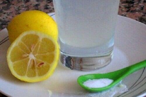 3 deilige måter å drikke sitron på om morgenen