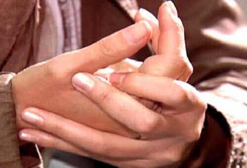 Er det skadelig å knekke fingrene?