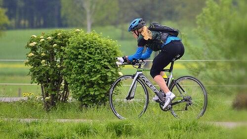kvinne-på-sykkel