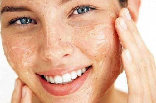Peeling som får huden din til å stråle
