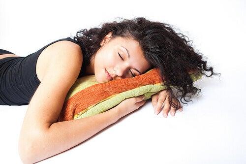 sove på magen
