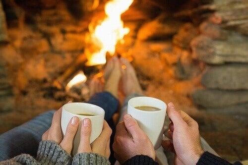 5 egenskaper et romantisk forhold bør ha