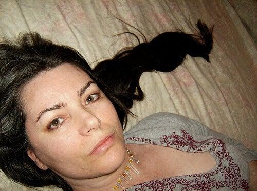 mørkt hår