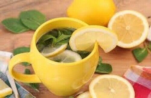 Te som hjelper deg med å bli kvitt magefettet