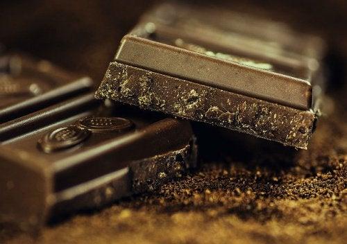 Hva gjør mørk sjokolade for kroppen?