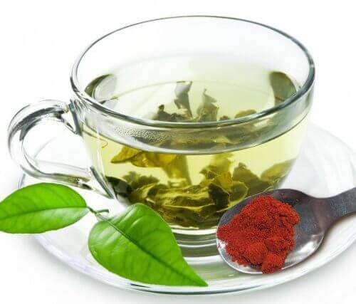 Grønn-te-med-rød-pepper-500x427