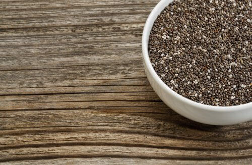 chiafrø inneholder mineraler, vitaminer, fiber, antioksidanter og proteiner