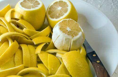 Hvordan kurere leddsmerter med sitronskall