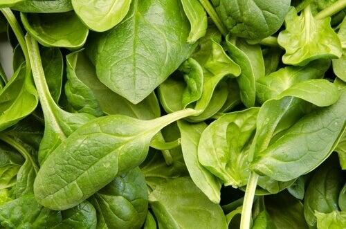 å redusere leddsmerter med spinat