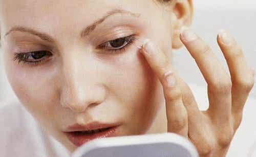 Skjønnhetstriks for å få ansiktet ditt til å se tynnere ut