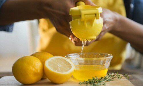 sitron og honning mot snorking