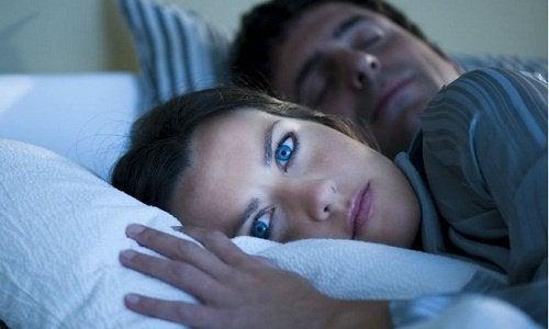 10 merkelige ting som skjer mens du sover