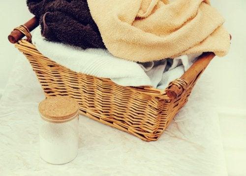 naturlige løsninger for lukt på badet