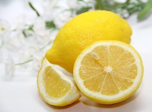Sitronjuice er svært effektivt for å forebygge plakk