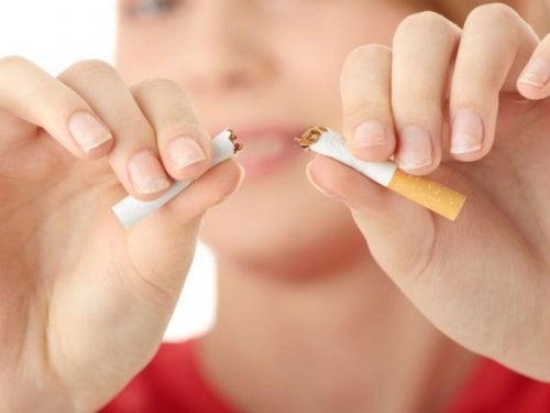 Røyking kan få brystene dine til å synke