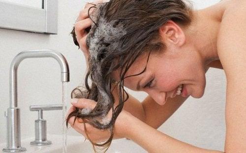 Blek håret med hydrogenperoksid