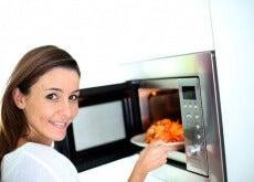 Du bør ikke gjenoppvarme disse 7 matvarene