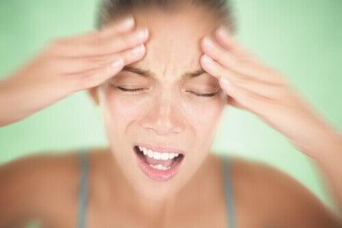 migrene forårsaker en kraftig hodepine