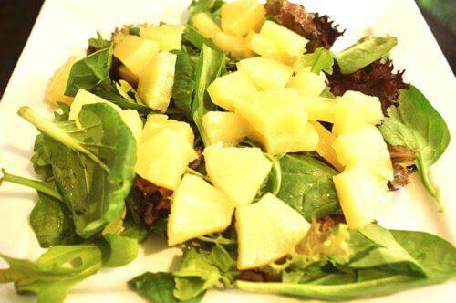 ananas-og-spinat-salat