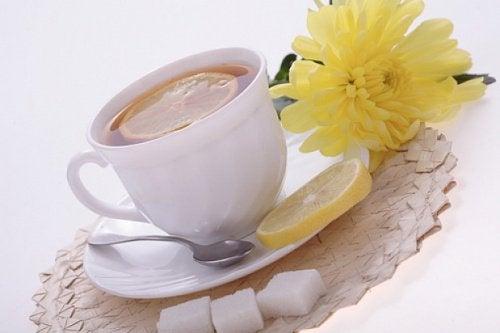 Fortreffelig te av sitronskall