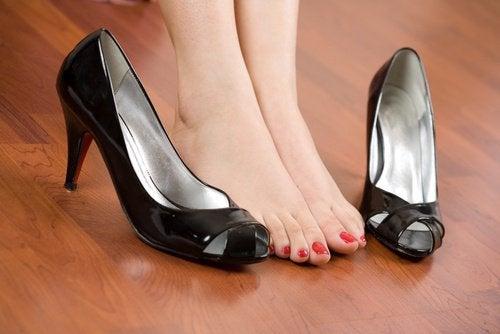 Bli kvitt smerte i føttene med enkle tips