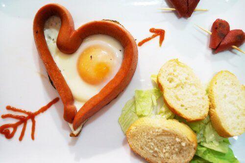egg-og-pølse-hjerte