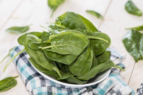 spinat er rik på proteiner og vitaminer