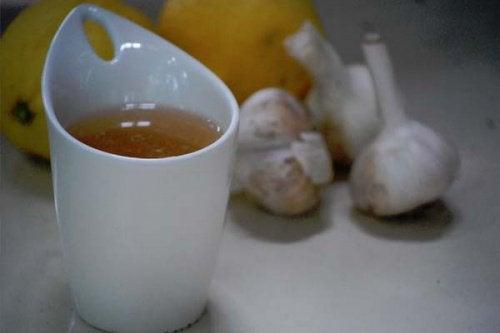 Fordeler med å drikke hvitløkste hver morgen