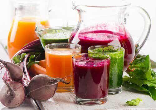 4 naturlige juicer for å bli kvitt urenheter