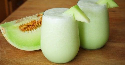 Smoothie  med  melon,  spinat  og  druer  for  slitne  muskler