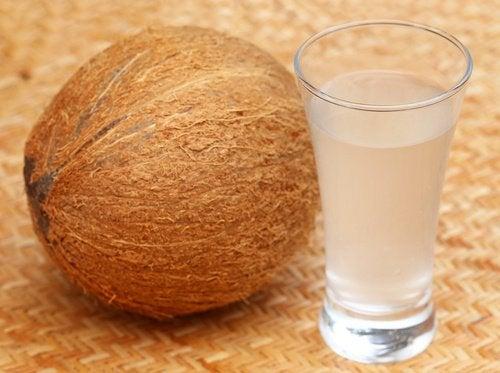 10 grunner til å drikke kokosvann
