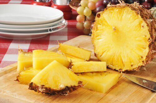 2-ananas-oppdelt
