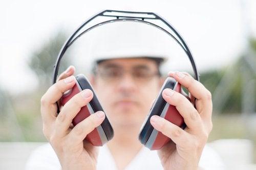 Høye lyder kan føre til tinnitus