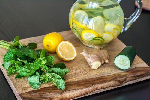 Slik kan du rense kroppen med sitron, ingefær og agurk
