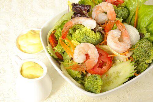 Hvordan lage en sunn brokkolisalat