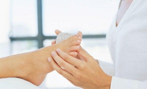 Effektive hjemmebehandlinger mot hard hud