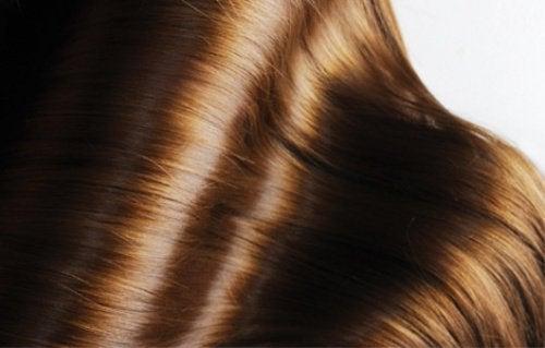 2-skinnende-hår