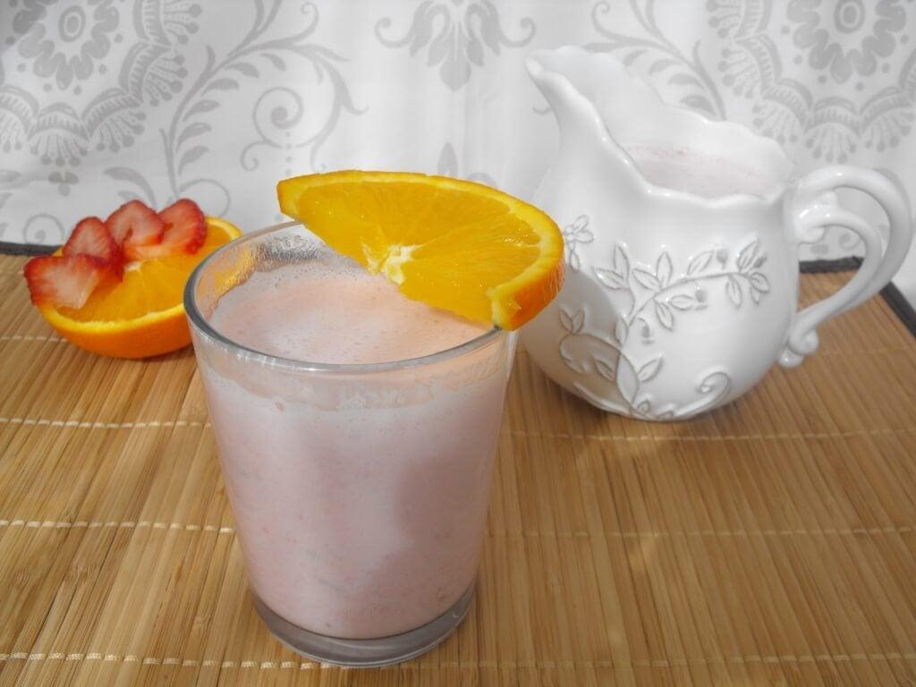 Aloe vera-smoothie med appelsiner og jordbær