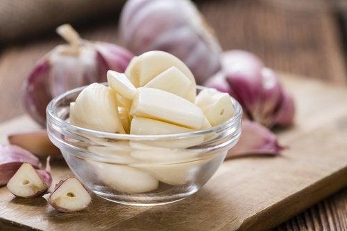 8 fordeler med å spise et hvitløksfedd om dagen