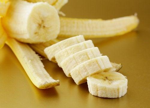 Oppskåret banan