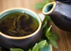 Kan grønn te virkelig hjelpe deg å gå ned i vekt?