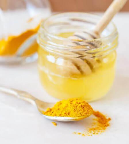 3-gurkemeie-og-honning