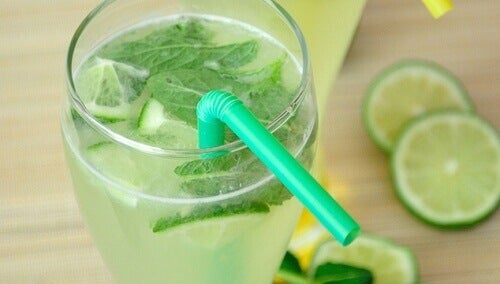 Fordelene med å drikke sitronvann