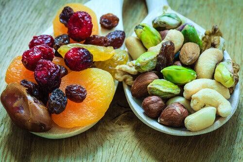 3-tørket-frukt-og-nøtter