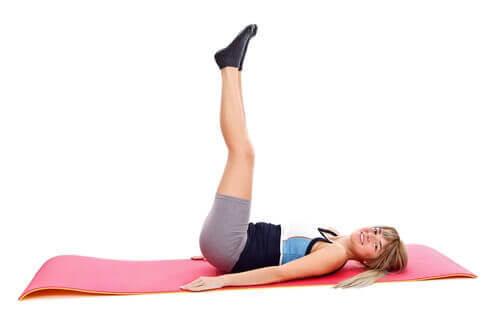 Strekk beina for å lindre ryggsmerter