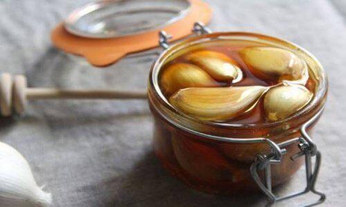 Honning og hvitløk for leveren