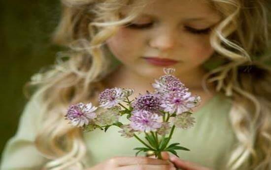 jente-med-blomster
